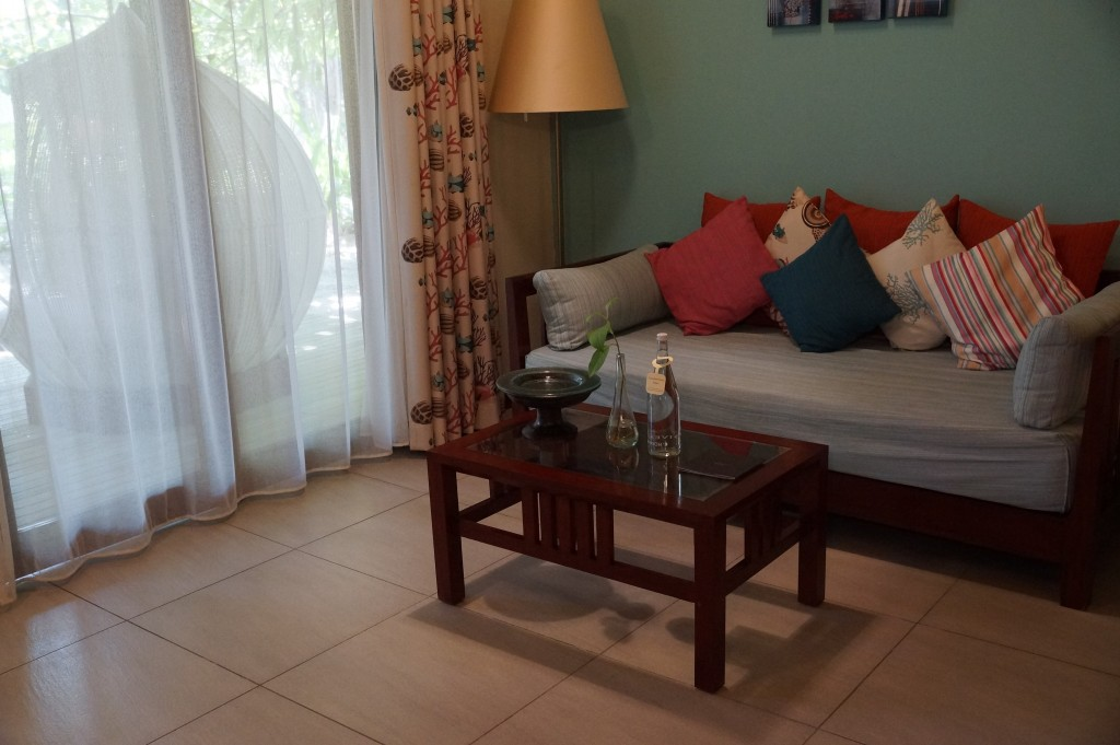 sofa tisch robinson club maldives zimmer. Black Bedroom Furniture Sets. Home Design Ideas